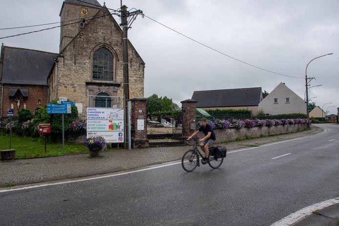 De doortocht in Westrem krijgt fietssuggestiestroken en wordt zone 30.