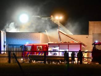 Brand vernielt voormalig wellnesscomplex Facinante, buren redden wagens van bewoner