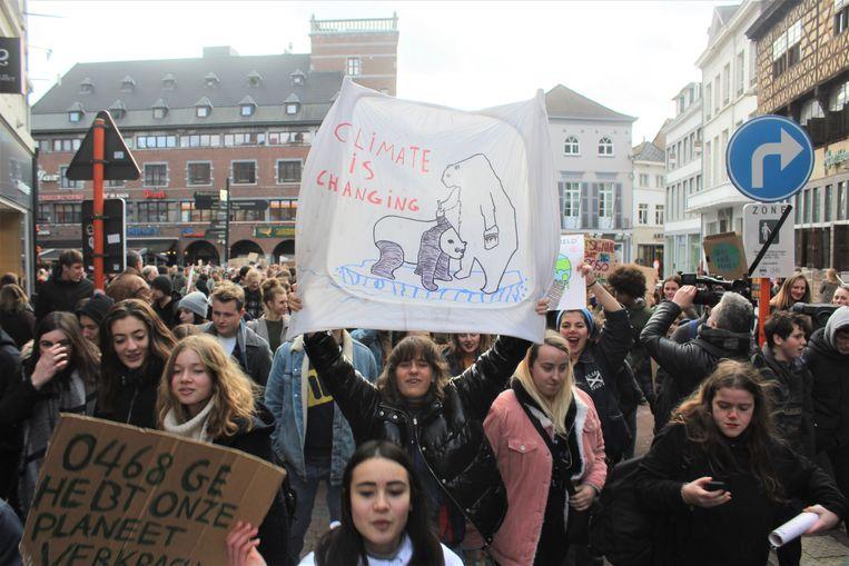 Zo een 1.000 jongeren trokken door de binnenstad van Hasselt