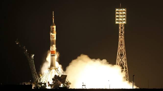 Sojoez-capsule klinkt zich vast aan ISS