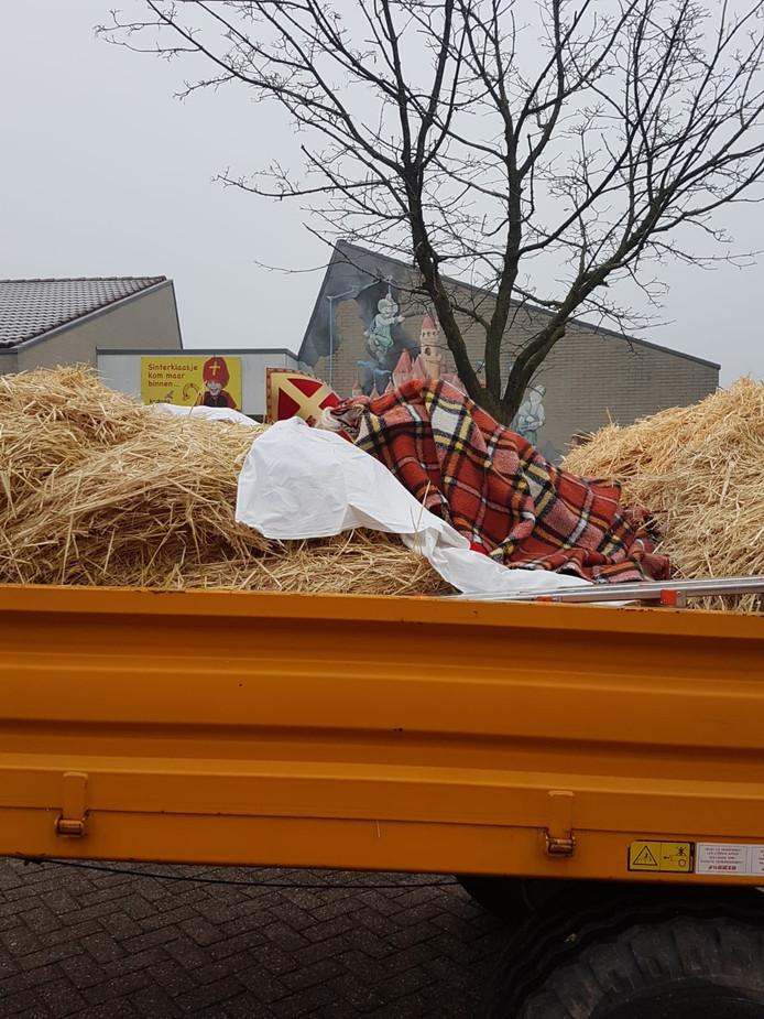 Een slapende Sint tijdens zijn aankomst in Albergen