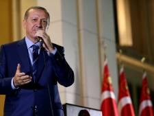 La police perquisitionne trois tribunaux d'Istanbul