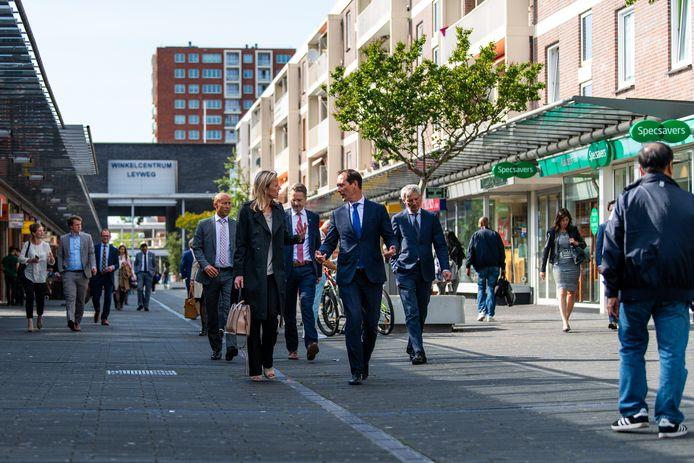 Wethouder Boudewijn Revis en Minister Kajsa Olongren in Den Haag