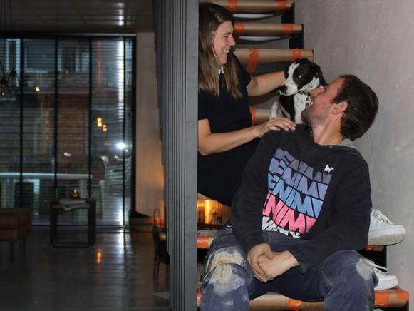 Met de hulp en kennis van familie bouwden Jessica en Joeri zelf een halfopen woning in Niel.