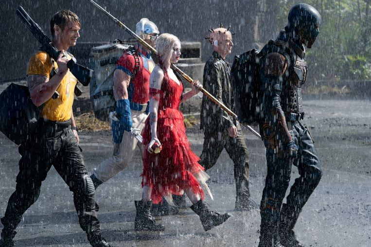 Joel Kinnaman, John Cena, Margot Robbie, Peter Capaldi en Idris Elba in 'The Suicide Squad'.   Beeld Photo News