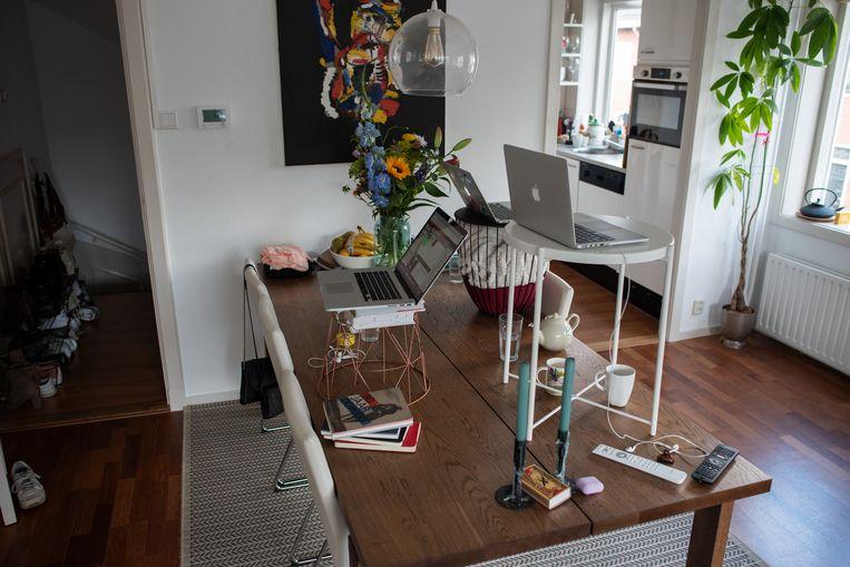 Thuiswerkplekken voor  huisgenoten in Utrecht. In een thuiswerkovereenkomst zouden afspraken over materiaal gemaakt moeten worden.  Beeld Sabine van Wechem