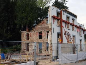 Twee arbeiders zwaargewond nadat nadat beschermde gevel kasteel instort