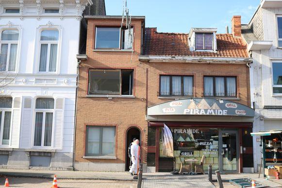 De plantage bevond zich in een smalle rijwoning in de drukke Dorpsstraat in het centrum van Stekene.