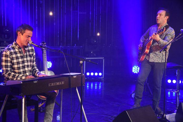 Zanger Wim Soutaer speelde een thuiswedstrijd tijdens de laatste Meent-sessie in Beersel. Hij haalde zelfs zijn piano van onder het stof.