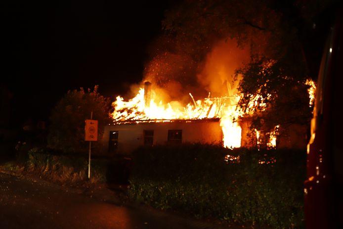 De woning in Velp werd volledig verwoest.