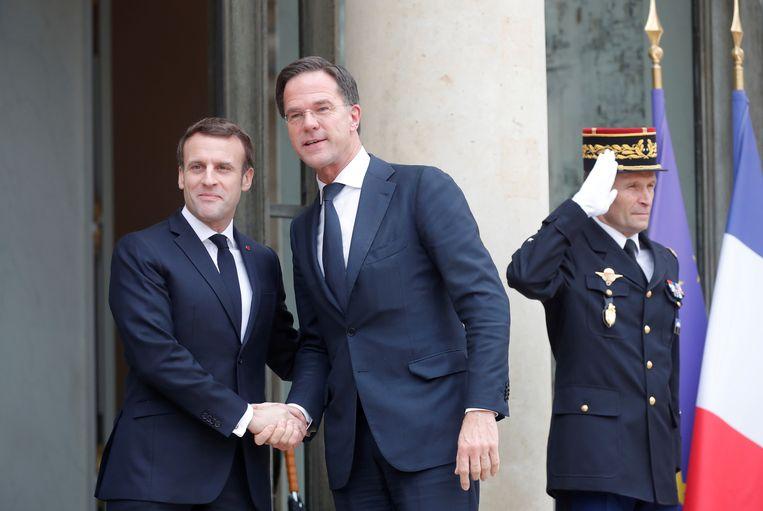 De Franse president Macron en premier Rutte in Parijs, afgelopen februari. Beeld REUTERS