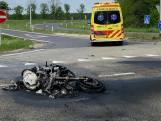 Motor vliegt in de brand na botsing, motorrijder komt om