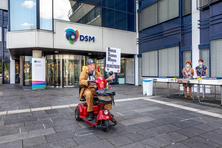 In Heerlen wordt op 21 juli gedemonstreerd tegen de voorgenomen verhuizing van het DSM-oofdkantoor uit de stad. Beeld Raymond Rutting / de Volkskrant