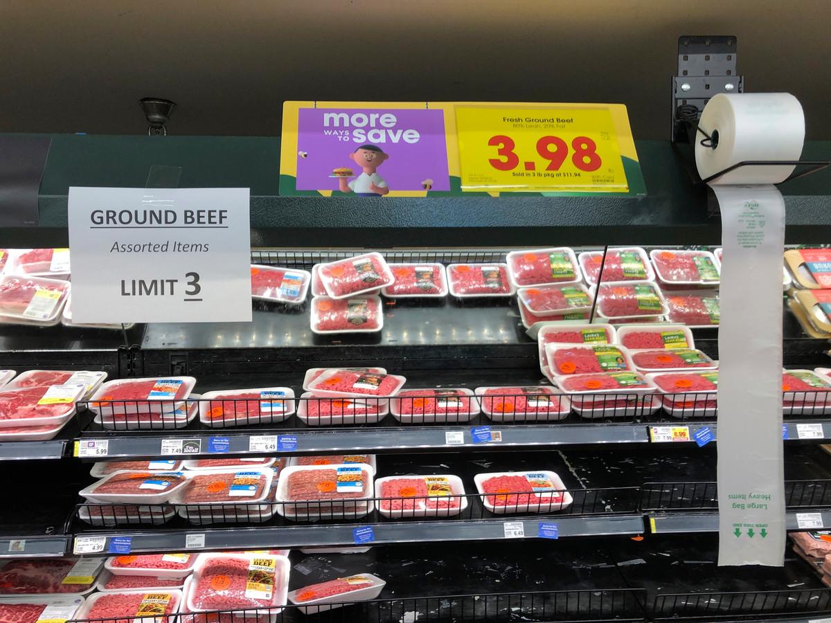 In een Kroger-supemarkt in Atlanta mogen klanten maximaal drie pakken vlees meenemen.
