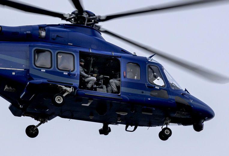 Een helikopter van de Dienst Speciale Interventies (DSI) van de Landelijke Eenheid van de politie bij de extra beveiligde gerechtsbunker, voorafgaand aan de eerste inleidende zitting in het Marengo-proces. Beeld ANP