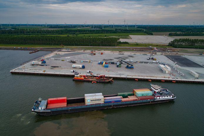 Mei 2018, de eerste containers worden gelost in Flevokust Haven.