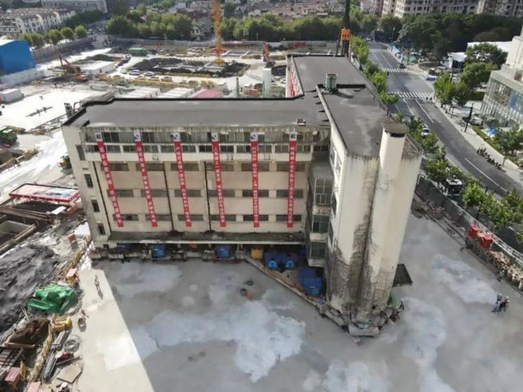Het schoolgebouw in Shanghai dat naar een nieuwe locatie is 'gelopen'. Beeld Shanghai Evolution Shift Project