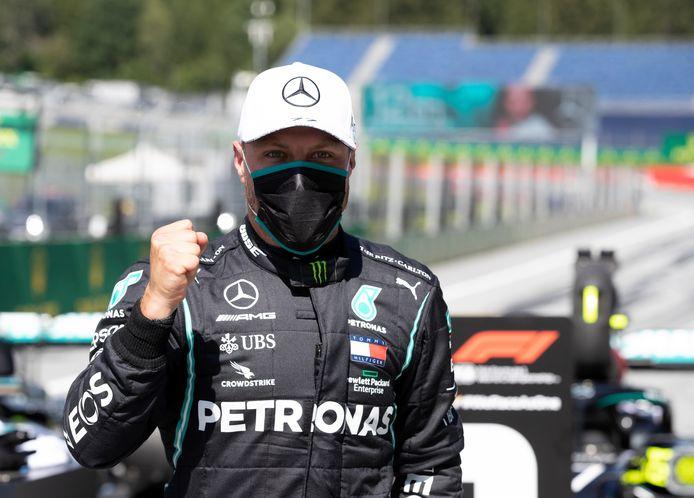 Valtteri Bottas balt zijn vuist nadat hij op de Red Bull Ring beslag heeft weten te leggen op de eerste pole van het seizoen.