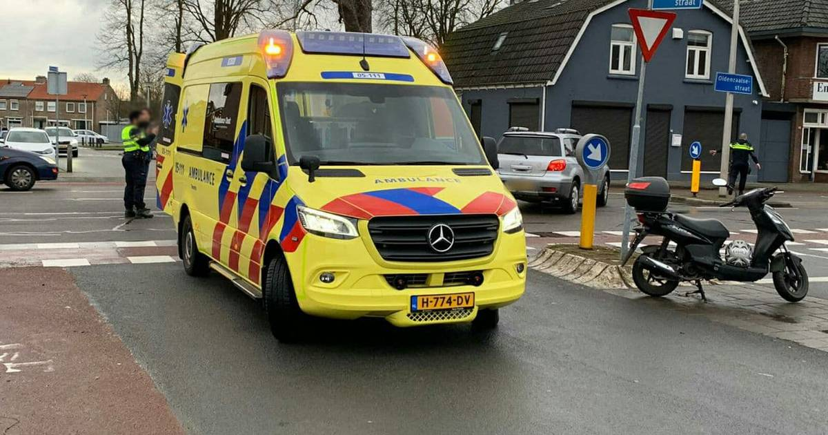 Scooterrijder gewond bij aanrijding in Enschede.