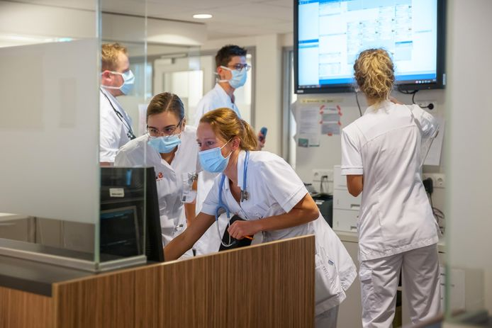 Na weken van grote druk op bedden en personeel begint het aantal coronapatiënten in Bravis ziekenhuis te dalen.