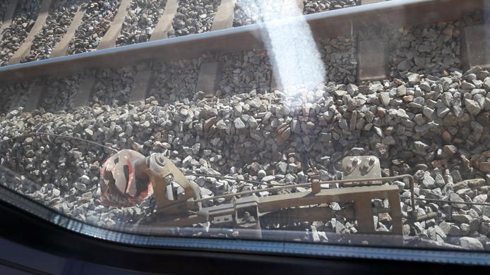 Brokstukken langs het spoor