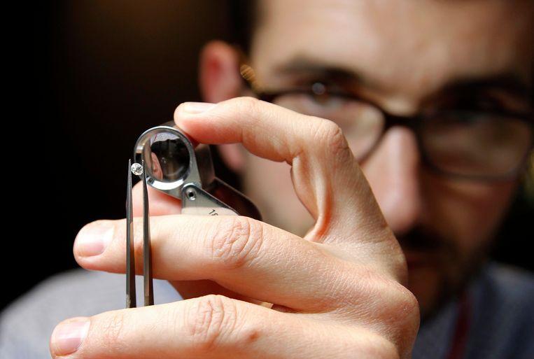 Een sector als de Antwerpse diamant is grotendeels op uitvoer gericht, er  werken circa 6.000 mensen.