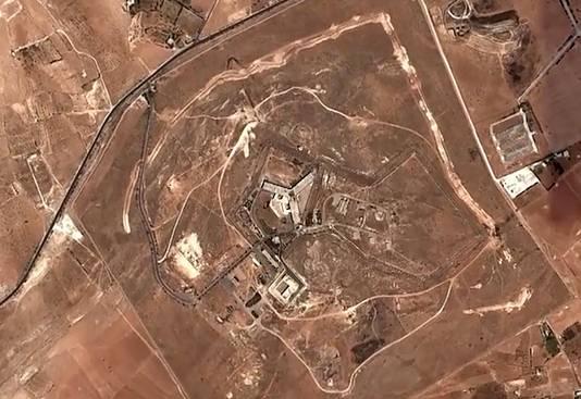 Een satellietbeeld van de beruchte Saydnaya-gevangenis.