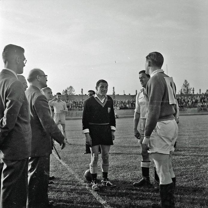 Een voetbalwedstrijd tussen de Demer en de Rechtestraat.
