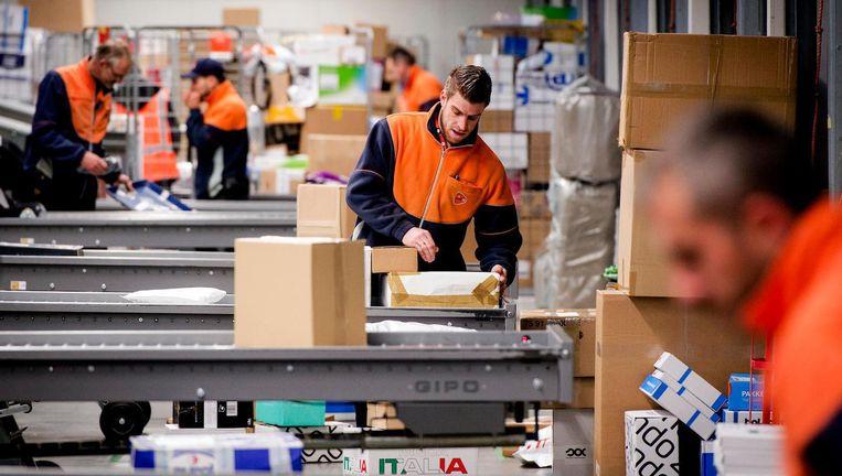 PostNL bezorgt veel pakketten voor de feestdagen Beeld ANP