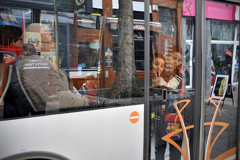Een voordelig tarief in Brussel moet jongeren overtuigen om het openbaar vervoer te nemen in de stad. Beeld BELGA