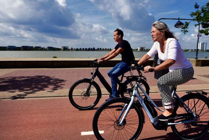 Afgelopen zomer deed Annelies Vlaanderen aan participerende journalistiek en ervoer ze wat er nou zo fijn is aan elektrische fietsen.