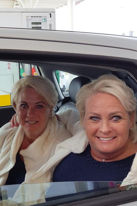 Kamper tweeling maakt zich op voor Koningsdiner