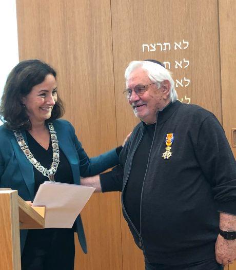 Initiatiefnemer Holocaust Namenmonument benoemd tot Officier