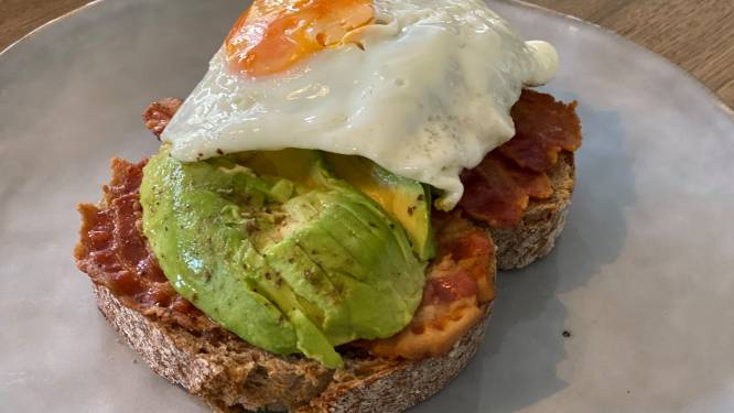 LEKKER LOKAAL. Takeaway bij De Refter in Hasselt: heerlijk broodje spek met avocado