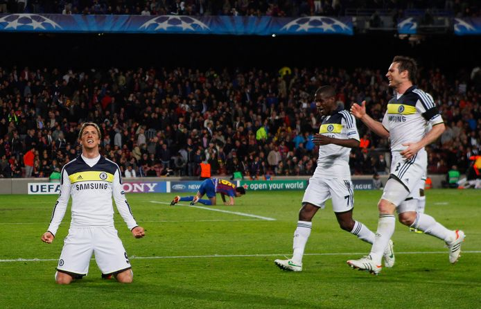 Fernando Torres (l) heeft gescoord namens Chelsea in Camp Nou tegen FC Barcelona.