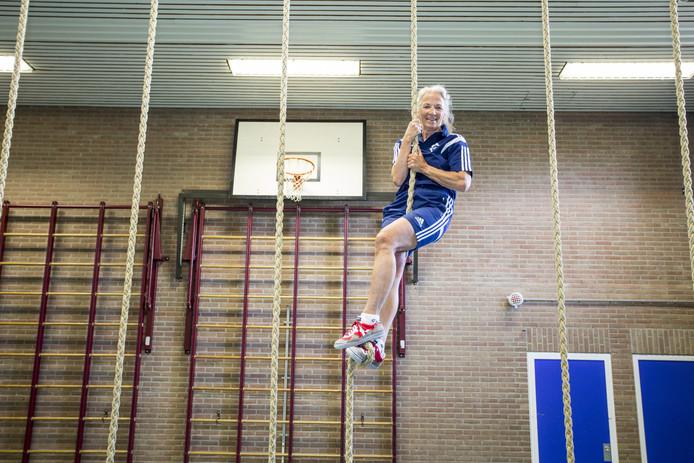 TT-2019-011972 EIBERGEN Henny te Raa-Graven is 40 jaar gymdocent op t Assink. Foto van haar in de gymzaal EDITIE: Zutphen en Achterhoek FOTO: Arjan Gotink  AG20190710