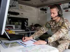 Klapwiekende helikopters boven Haarle: Apache-piloten trainen hun laagvliegskills