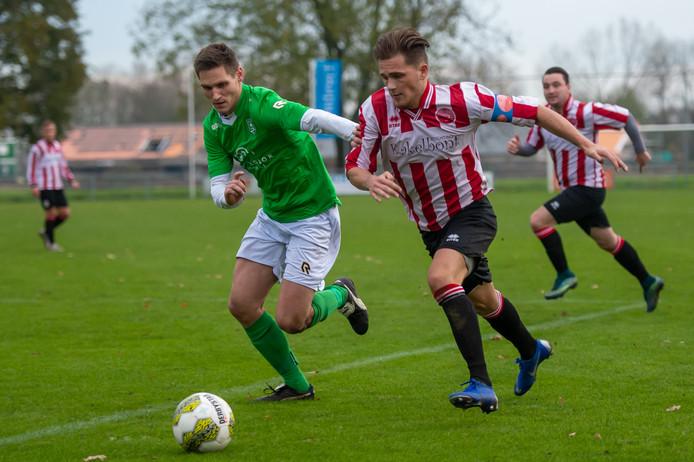 Brandon Zigo Tichem (rechts) wil volgend seizoen hogerop.