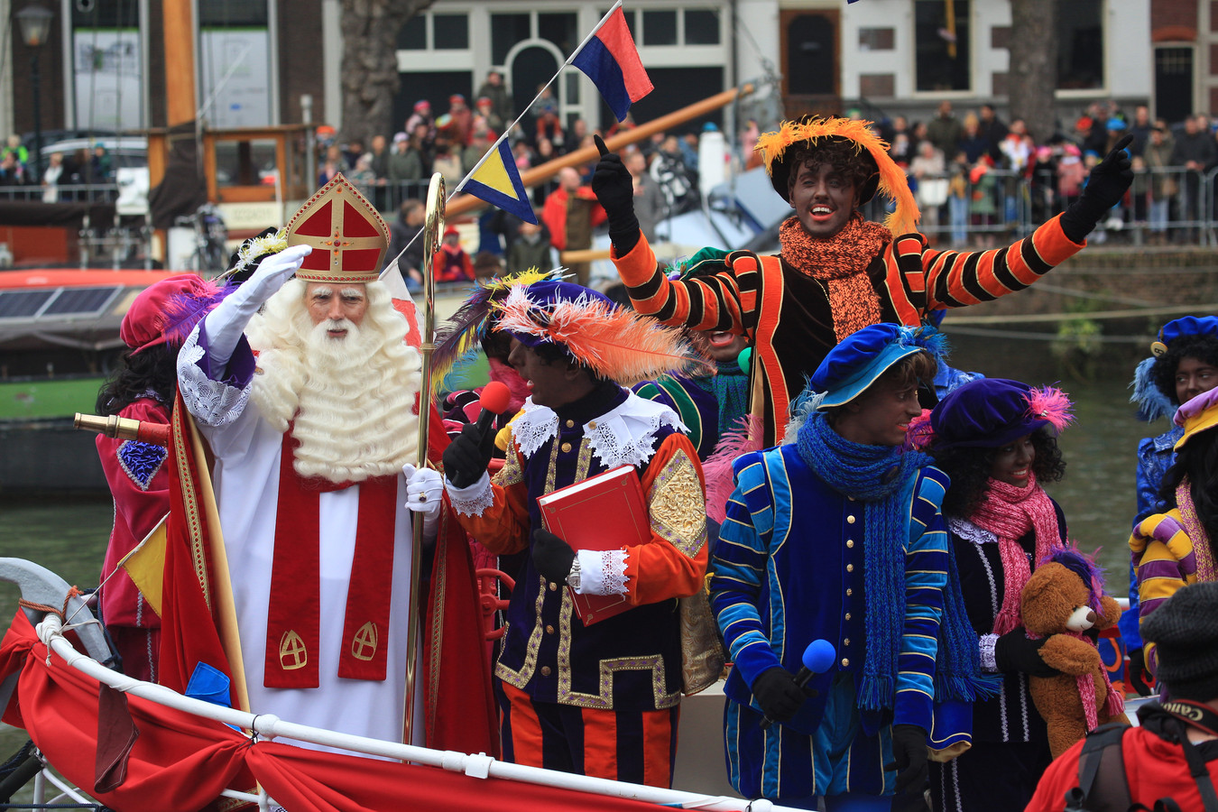 Dordrecht houdt vooralsnog vast aan zwarte pieten tijdens de sinterklaasintocht.