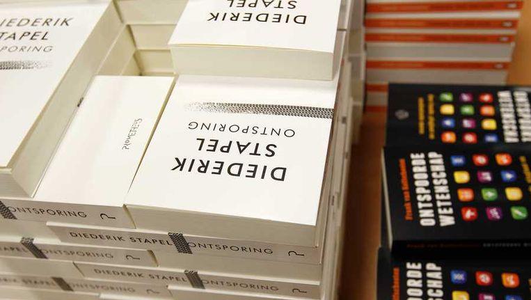 Het boek 'Ontsporing' van de wetenschapper Diederik Stapel in boekhandel Scheltema. Beeld anp