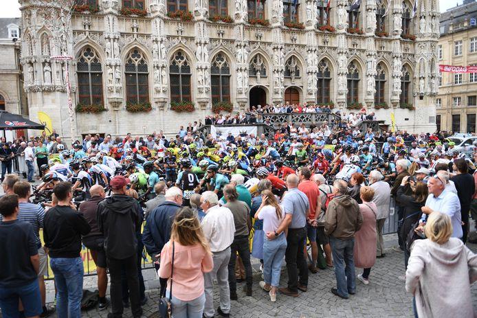 De start van de GP Jef Scherens lokt in normale tijden altijd veel volk naar de Grote Markt in Leuven.
