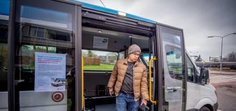 Wethouder Lemmen met de bus van 9.32 uur naar Wijchen