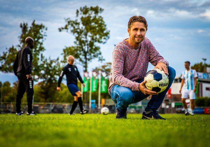 Trainen zit er nog niet in voor Mark Vermeij, die op 31 juli een hartstilstand kreeg tijdens een training bij zijn club RCD in Dordrecht. Hij werd gereanimeerd door zijn teamgenoten met behulp van een AED.