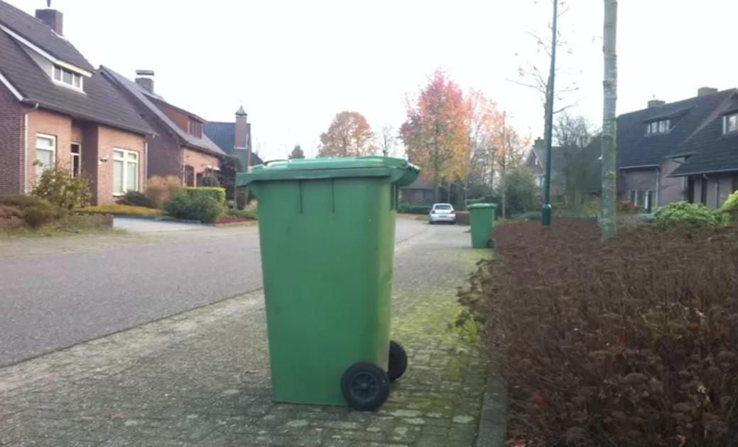 GFT-containers aan de straat in Bernheze.