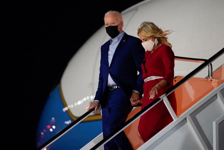 President Joe Biden en zijn vrouw Jill Biden arriveerden vrijdagavond in New York, waar ze zaterdag de herdenking van de aanslagen in de VS in 2001 zullen bijwonen. Beeld AP