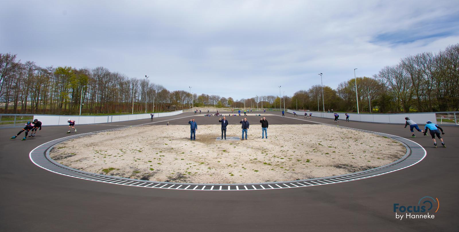 De nieuwe skeelerpiste in Rotterdam, vrijdagavond is de eerste officiële wedstrijd.