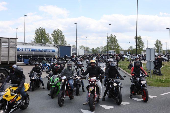 Motortocht zorgt voor chaos op de A2.