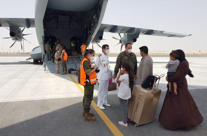 Vertrek van Afghaanse evacués.