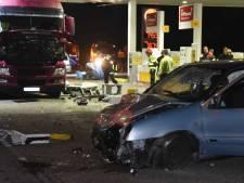 Man (60) uit Roosendaal ramt pomp uit de grond bij tankstation op A58
