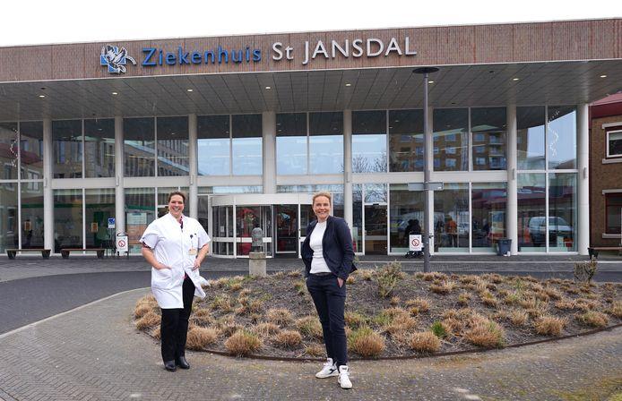 Internist-infectioloog Ouafae Karimi (links) van ziekenhuis St Jansdal en huisarts Alja Sluiter werken samen om COVID-patiënten deels thuis te behandelen.